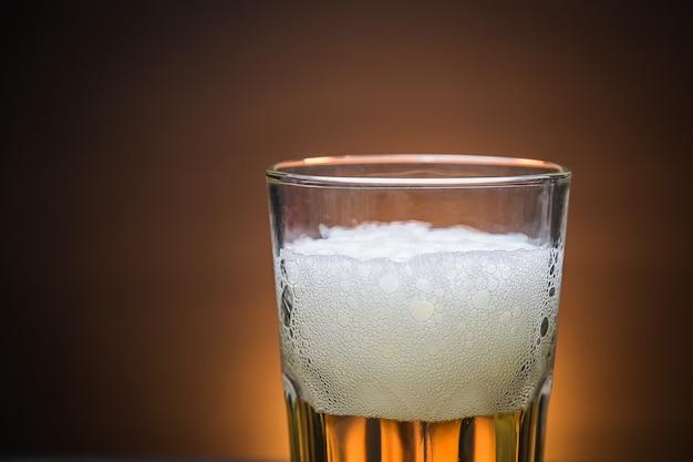 Espuma de cerveja gelada, closeup