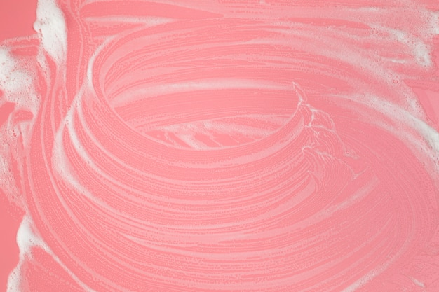 Espuma de vista superior em fundo rosa