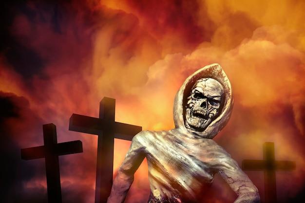 Esqueleto de cadáver emergiu da sepultura. ressuscitar dos mortos