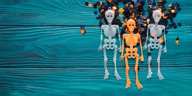 Esqueleto de decorações de festa de halloween em verde escuro