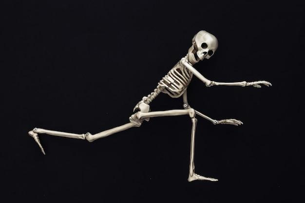 Esqueleto em preto. decoração de halloween, tema assustador