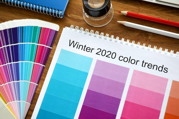 Esquema de cores ou catálogo com tendências de cores no inverno