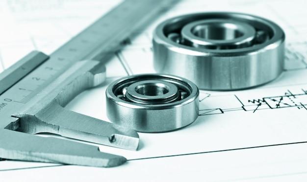 Esquema mecânico e pinças com rolamento