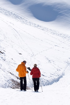 Esquiador no matterhorn