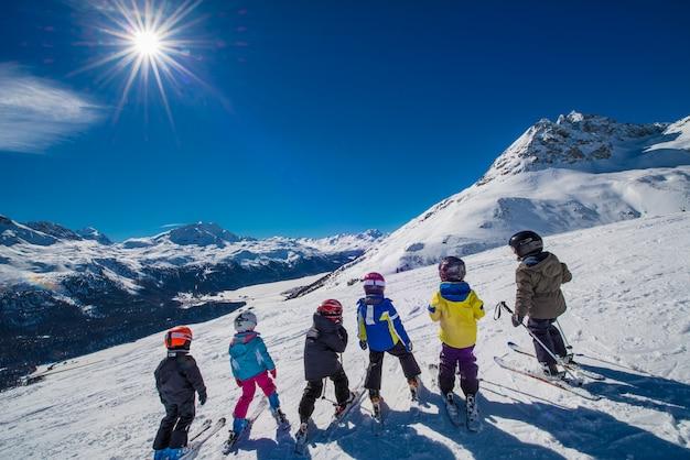 Esquiadores pequenos