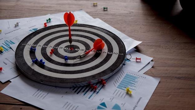 Estabelecendo metas para o sucesso nos negócios e conceitos comerciais