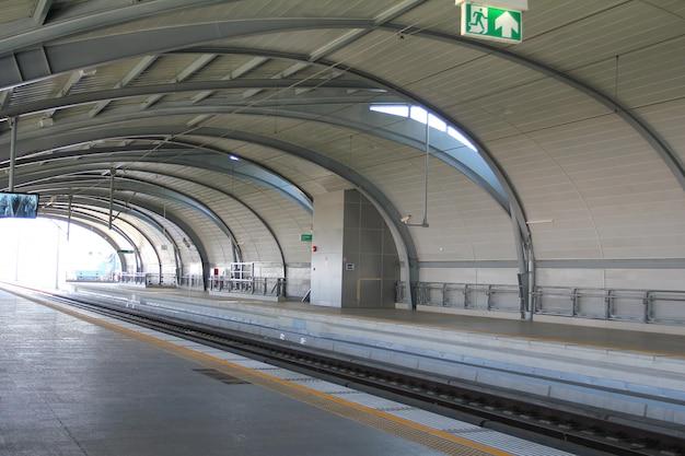 Estação da ligação aeroportuária em banguecoque, tailândia.