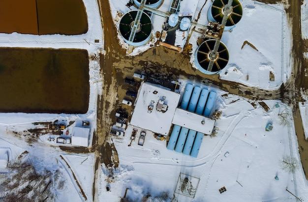 Estação de aeração, estação de tratamento de esgoto estação de tratamento de águas residuais. vista aérea do drone