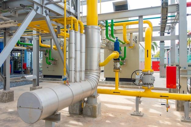 Estação de medição de gás e gasoduto na usina