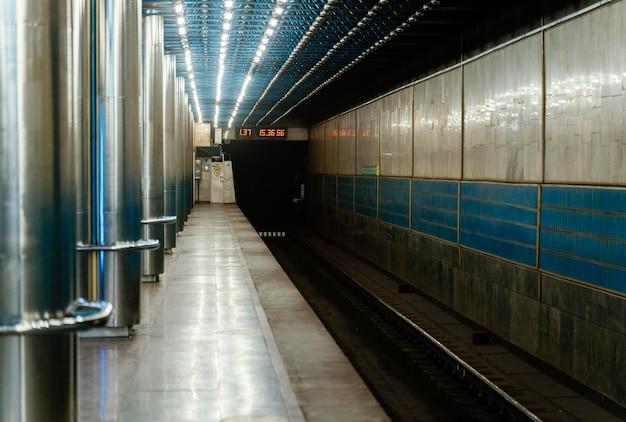 Estação de metrô vazia