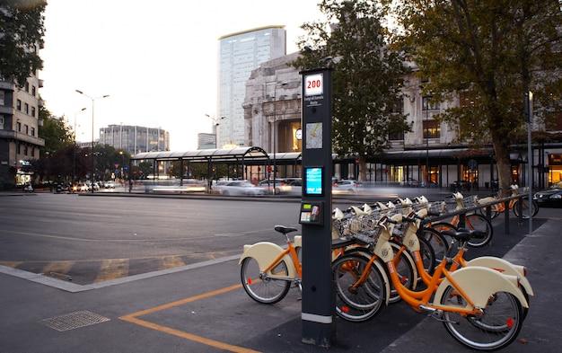 Estação de partilha de bicicletas, milão