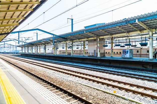 Estação de trem e metrô no japão é o transporte popular