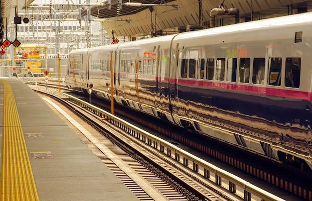 Estação de trem no japão no verão