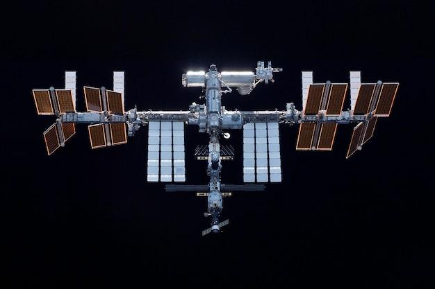Estação espacial expandida em um fundo preto elementos desta imagem fornecida pela nasa