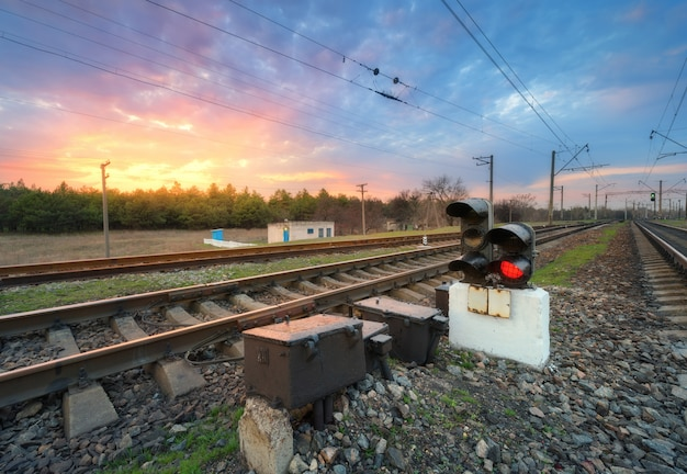 Estação ferroviária com semáforo
