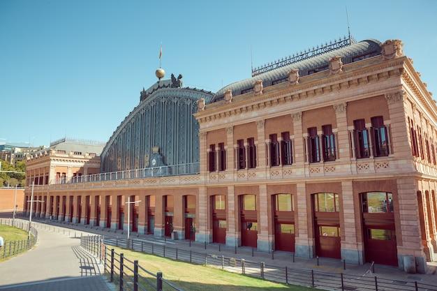 Estação ferroviária de atocha, madrid, espanha. a estação ferroviária de atocha, madrid espanha