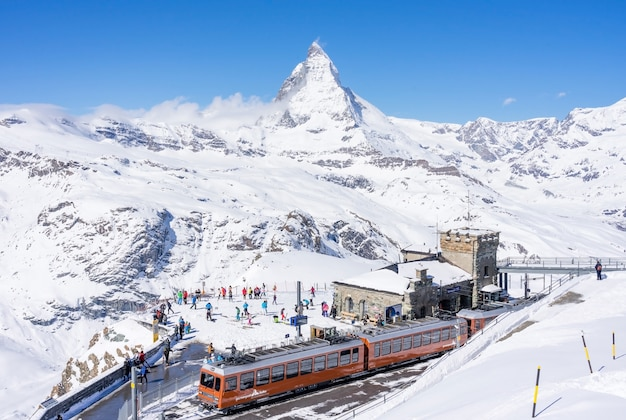 Estação ferroviária de gornergrat 3089 m sobre o pico matterhorn em zermatt
