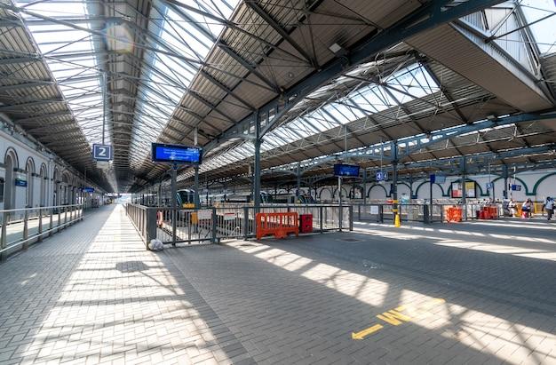 Estação ferroviária de heuston durante o bloqueio, dublin, irlanda.