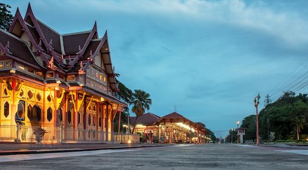 Estação ferroviária de hua hin à noite
