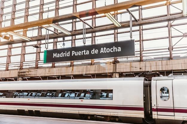 Estação ferroviária puerta de atocha, madrid