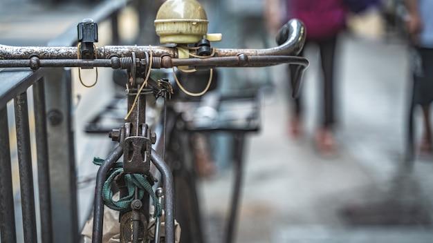 Estacionamento de bicicletas em uma passarela