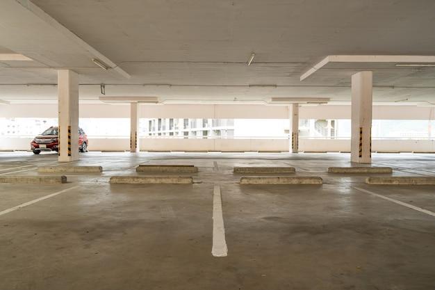 Estacionamento interno da loja de departamentos da garagem estacionamento vazio ou interior da garagem escritório do prédio comercial