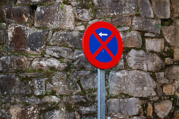 Estacionamento proibido sinal de trânsito na rua