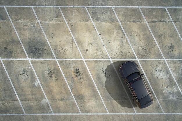 Estacionamentos vazios, vista aérea.
