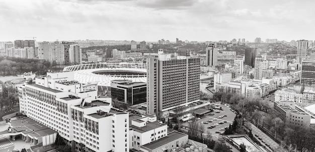 Estádio olímpico na paisagem de kiev