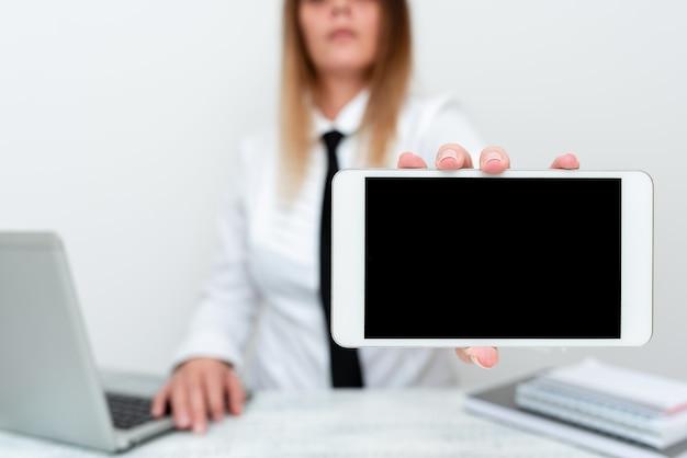Estagiário iniciando novo posto de trabalho, estudo de relatório de apresentação de aluno, pesquisador estudando novos leads, desenvolvimento de aplicativo móvel, exibindo ideias de apresentação