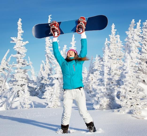 Estância de esqui de inverno para meninas de snowboard