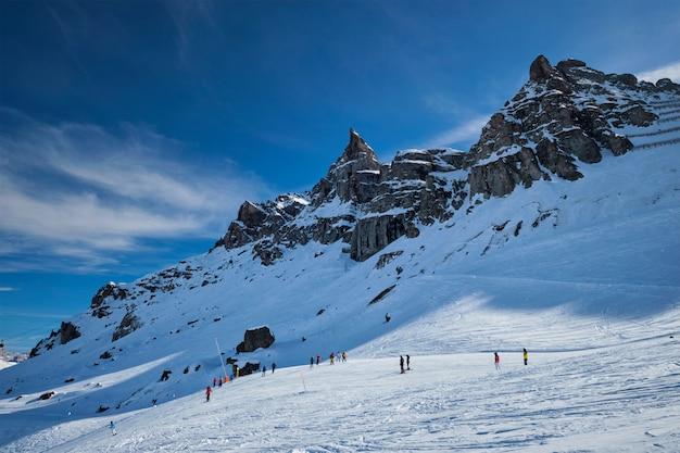 Estância de esqui em dolomitas, itália