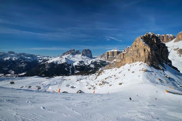 Estância de esqui em dolomitas itália