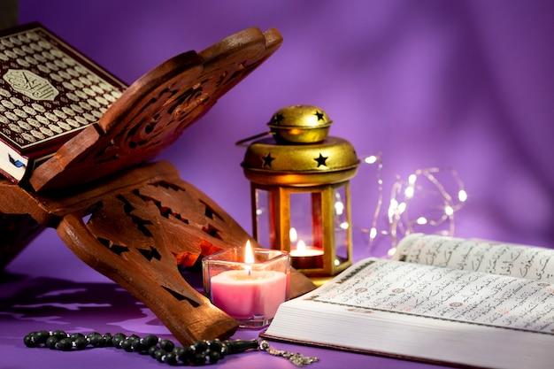 Estante de livros para livros espirituais árabes