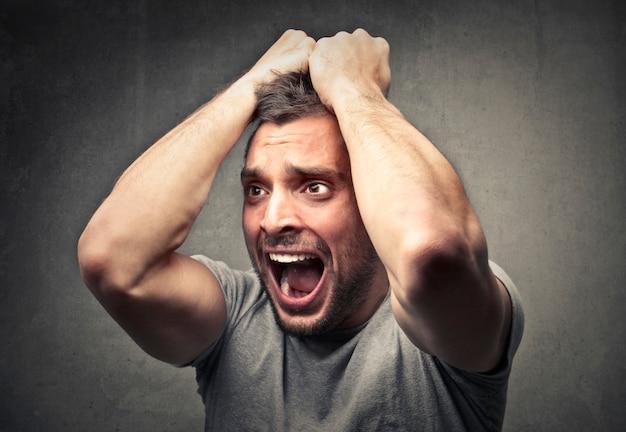 Estar estressado e com raiva