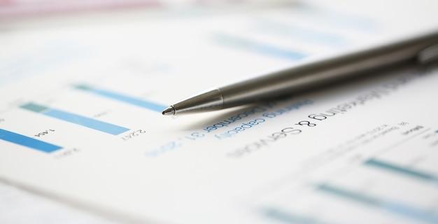 Estatísticas financeiras documentos caneta esferográfica infográficos