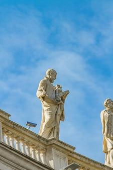 Estátua da praça de são pedro no vaticano