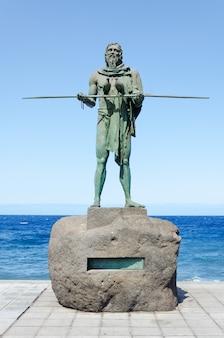Estátua de anaterve, um chefe de guanche ou um mencey