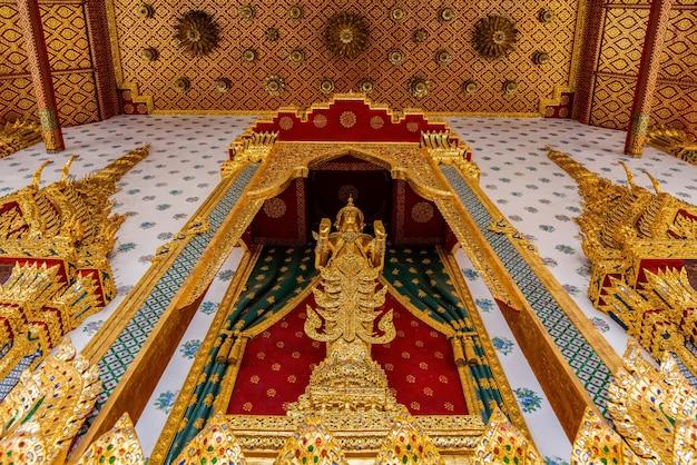 Estátua de buda em wat arun da tailândia bangkok