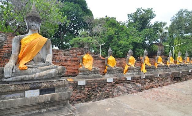 Estátua de buda em wat yai chai mongkol ayuttaya da tailândia
