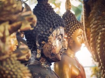 Estátua de Buda. Na Tailândia, qualquer tipo de decoração na igreja budista é de domínio público