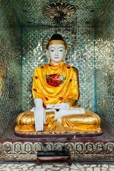 Estátua de buda no pagode shwedagon