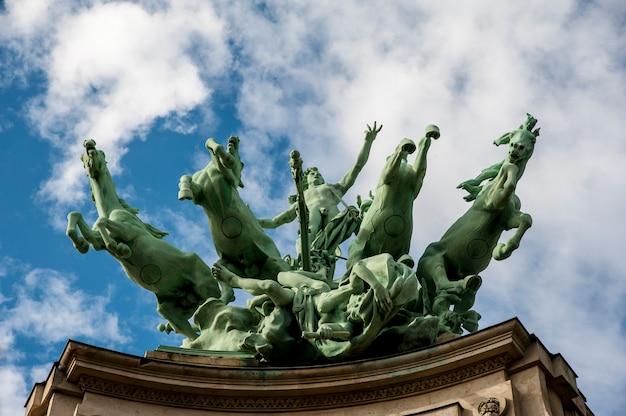 Estátua de cavalos em paris