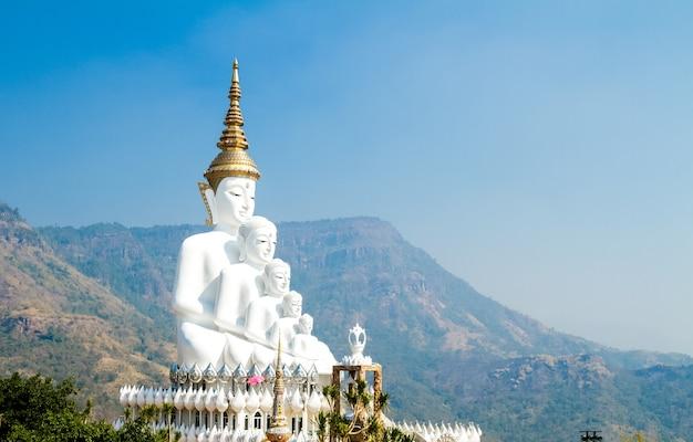 Estátua de cinco buddha