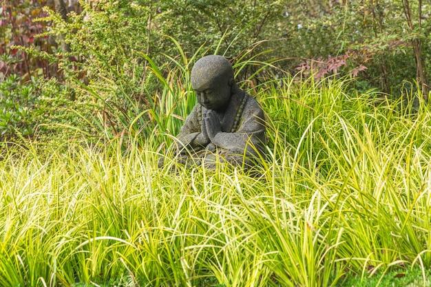 Estátua de criança negra no parque de wuxi nianhuawan