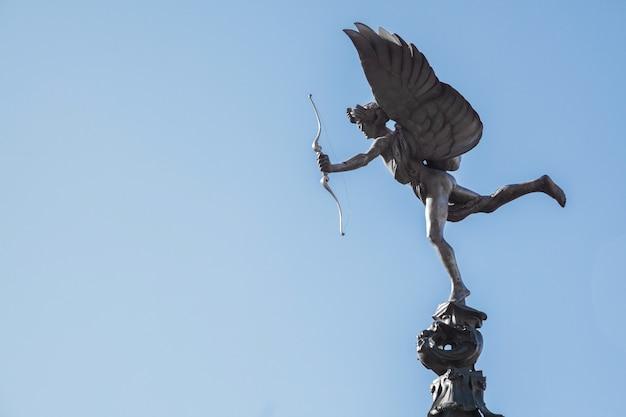 Estátua de eros cupido londres