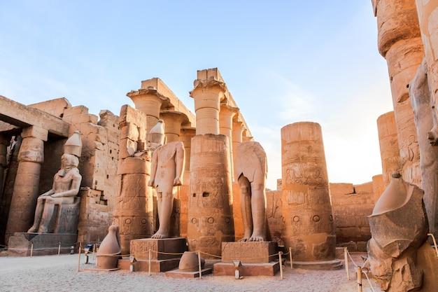 Estátua, de, faraó, em, templo luxor, egito