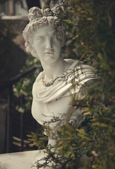 Estátua de jardim grego