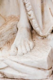Estátua de mármore branco close-up