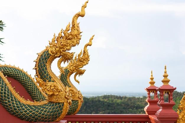 Estátua de naga na tailândia